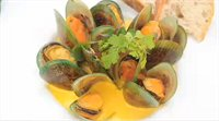 Steamed Mussels with Saffron Sauce